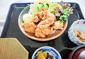 鳥唐揚げ定食(もも肉)